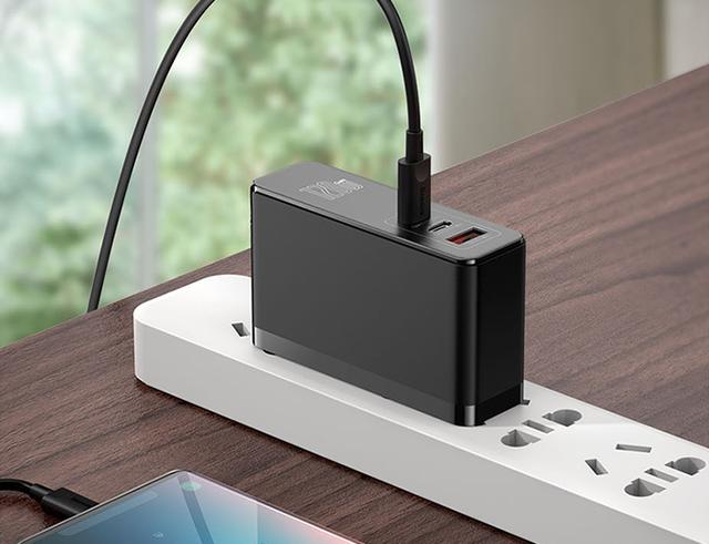 手机平板笔记本只需一个充电器,一站式充电器值得选