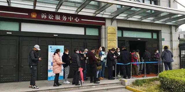 """肇事后高速逃逸!上海""""大渡河路金沙江路5死7伤交通事故""""案开庭,受害人家属发声"""