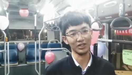 郑州现脱单公交 95后车长温情打造