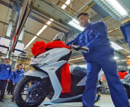 国内首款混动动力摩托车下线 最大续航400公里
