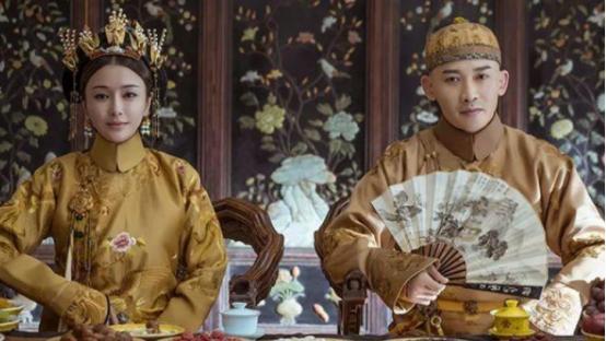 两版富察皇后的评价为何差距这么大,看看秦岚饰演的白月光多完美